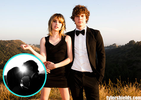 Emma-Roberts-Evan-Peters-ALH-102212